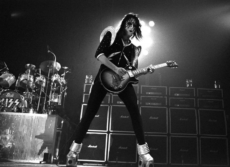 ace-frehley-space-invaders-2014 - TOP