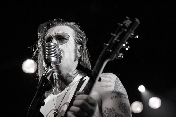 1280px-jesse_hughes_from_the_eagles_of_death_metal_playing_the_commodore_ballroom_on_july_20th_2009