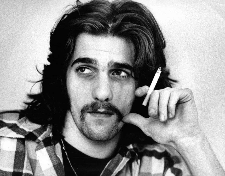 A portrait of Glenn Frey of The Eagles in London in 1973. (Photo by Gijsbert Hanekroot/Redferns)