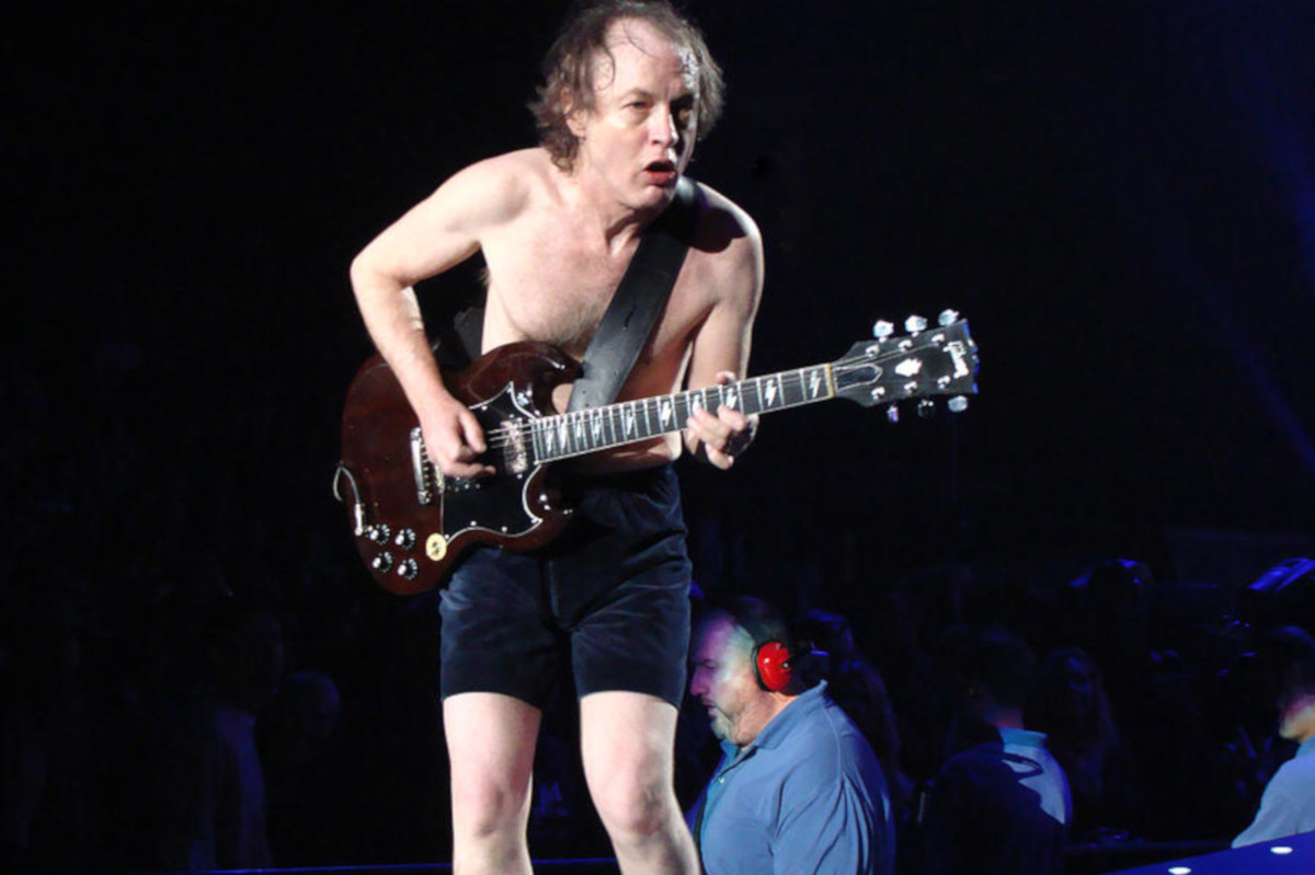 Angus Young, Alzheimer, AC/DC, Stonemusic